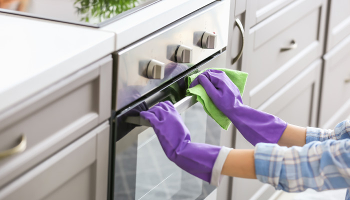How to Clean Your Oven Before Big Winter Feasts